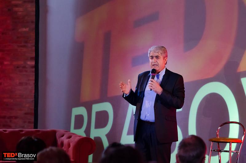 La TEDxBrașov: În căutarea cetăţeanului pierdut cu prof. Dumitru Borţun